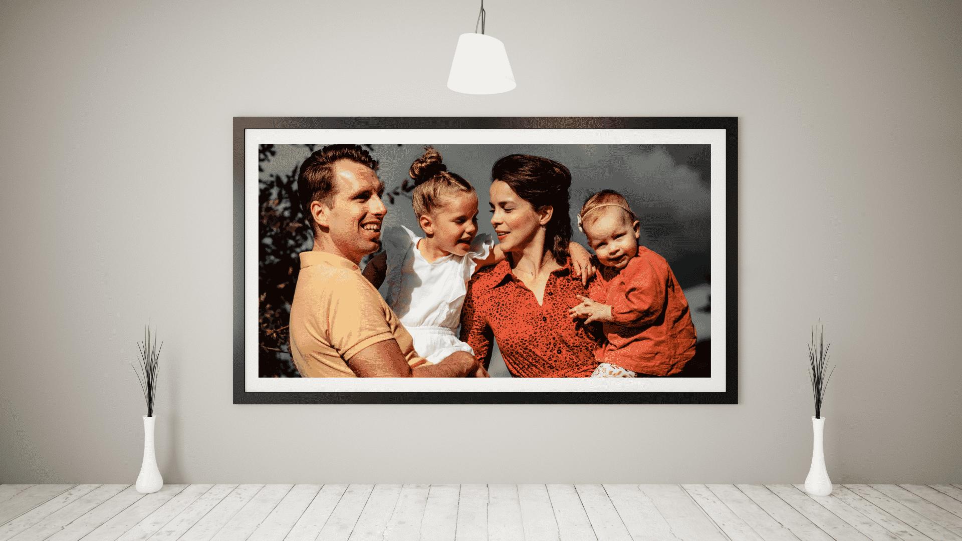 Canvas foto van gezin aan de muur door Eppelicious